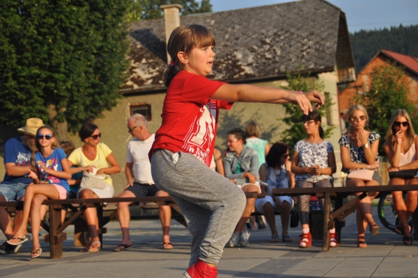 n-dance-kemp-1614939A5B-1527-6C7D-B3A1-80B85B2FA90C.jpg